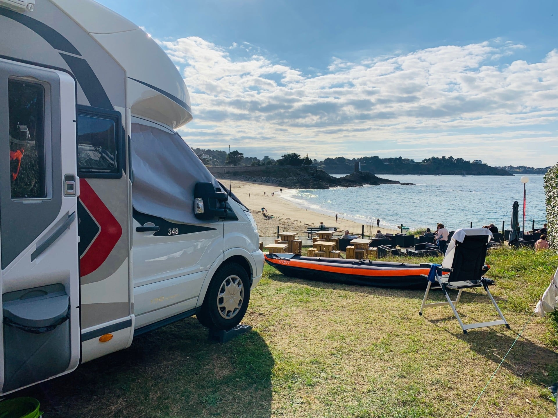 camping-car-vue-mer-plage-soleil-emplacement-pitch
